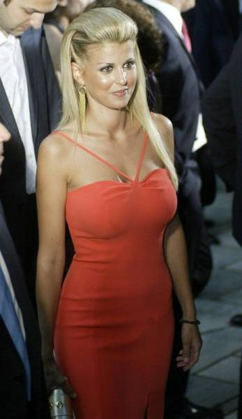 elena_rapti_is_the_hottest_woman_in_greek_parliament_640_01