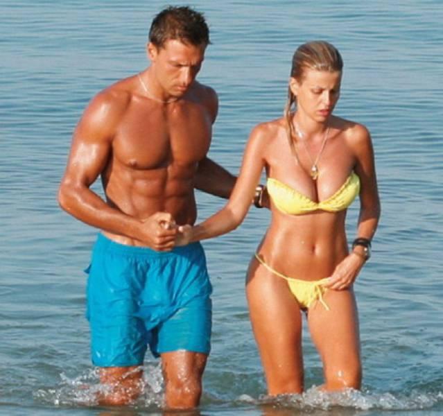 elena_rapti_is_the_hottest_woman_in_greek_parliament_640_03