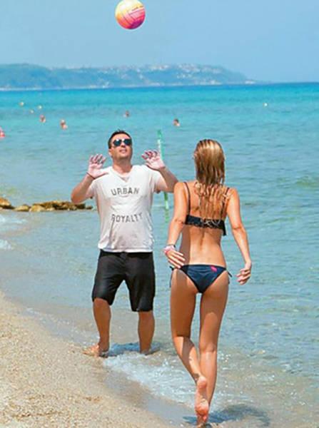 elena_rapti_is_the_hottest_woman_in_greek_parliament_640_06