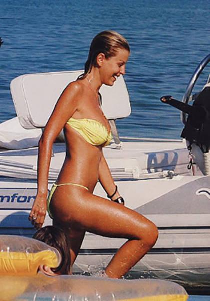 elena_rapti_is_the_hottest_woman_in_greek_parliament_640_12