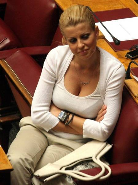 elena_rapti_is_the_hottest_woman_in_greek_parliament_640_22