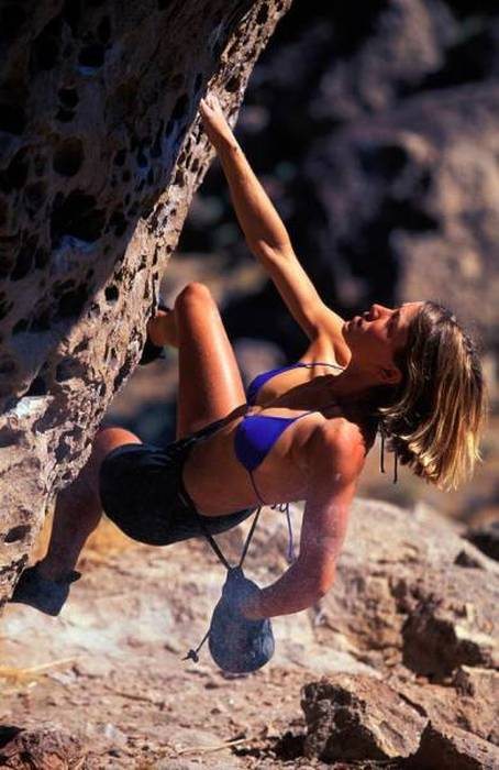 hot_rock_climbing_girls_01