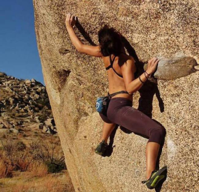hot_rock_climbing_girls_07