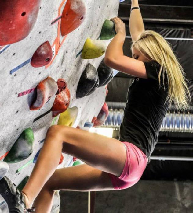 hot_rock_climbing_girls_28