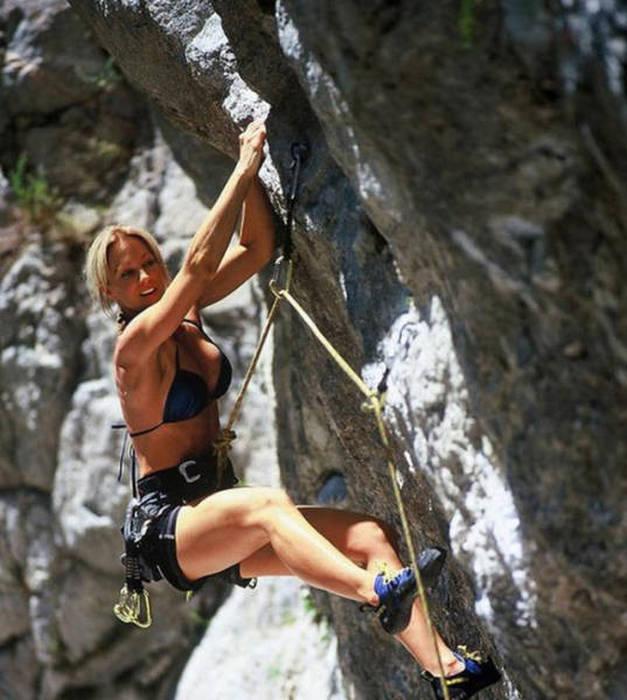 hot_rock_climbing_girls_31