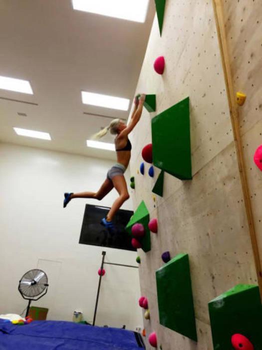 hot_rock_climbing_girls_36