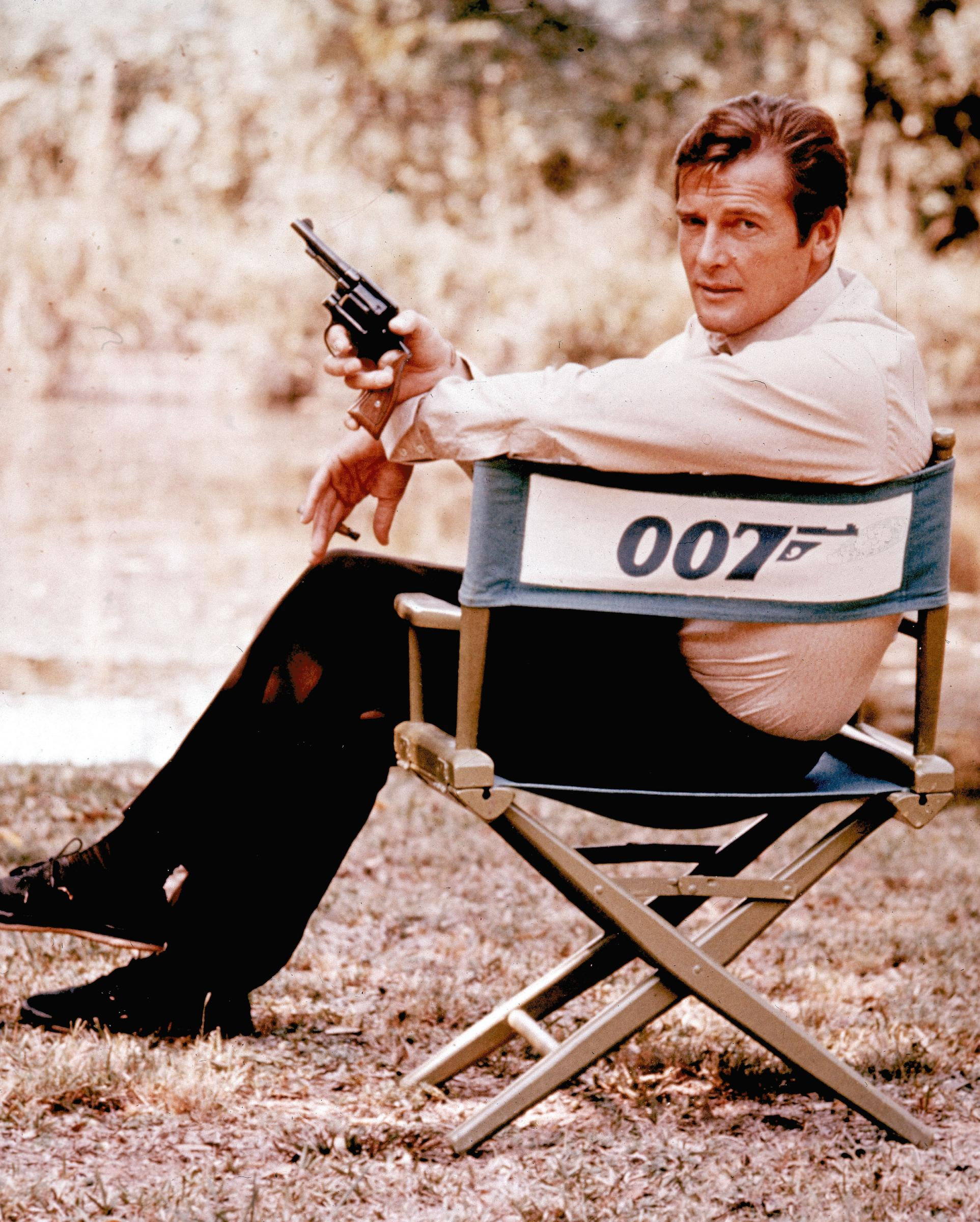 LaPresse02-10-2012Spettacolo50 anni di James BondFILE - British actor Roger Moore, playing the title role of secret service agent 007, James Bond, is shown on location in England in 1972. Moore, played Bond in seven films, more than any other actor.