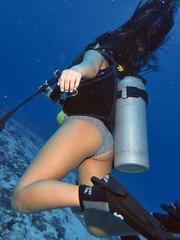 sexy-underwater-girls-13