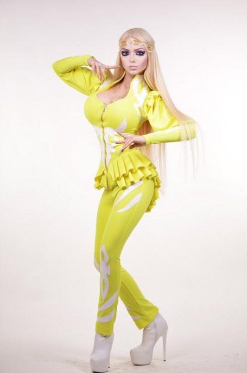 Chicas-que-lucen-cómo-Barbie-9-496x750