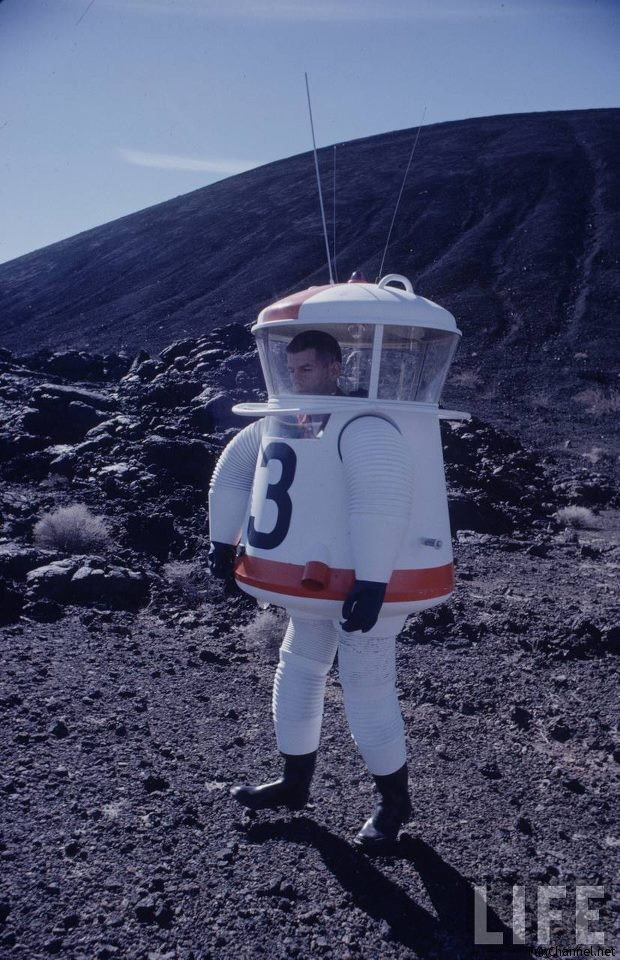 funny-space-suit