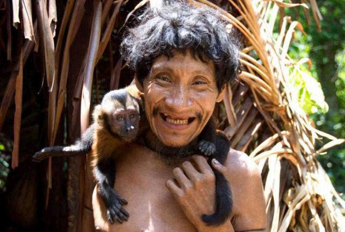 awa_amazon_tribe_breastfeeds_animals_07