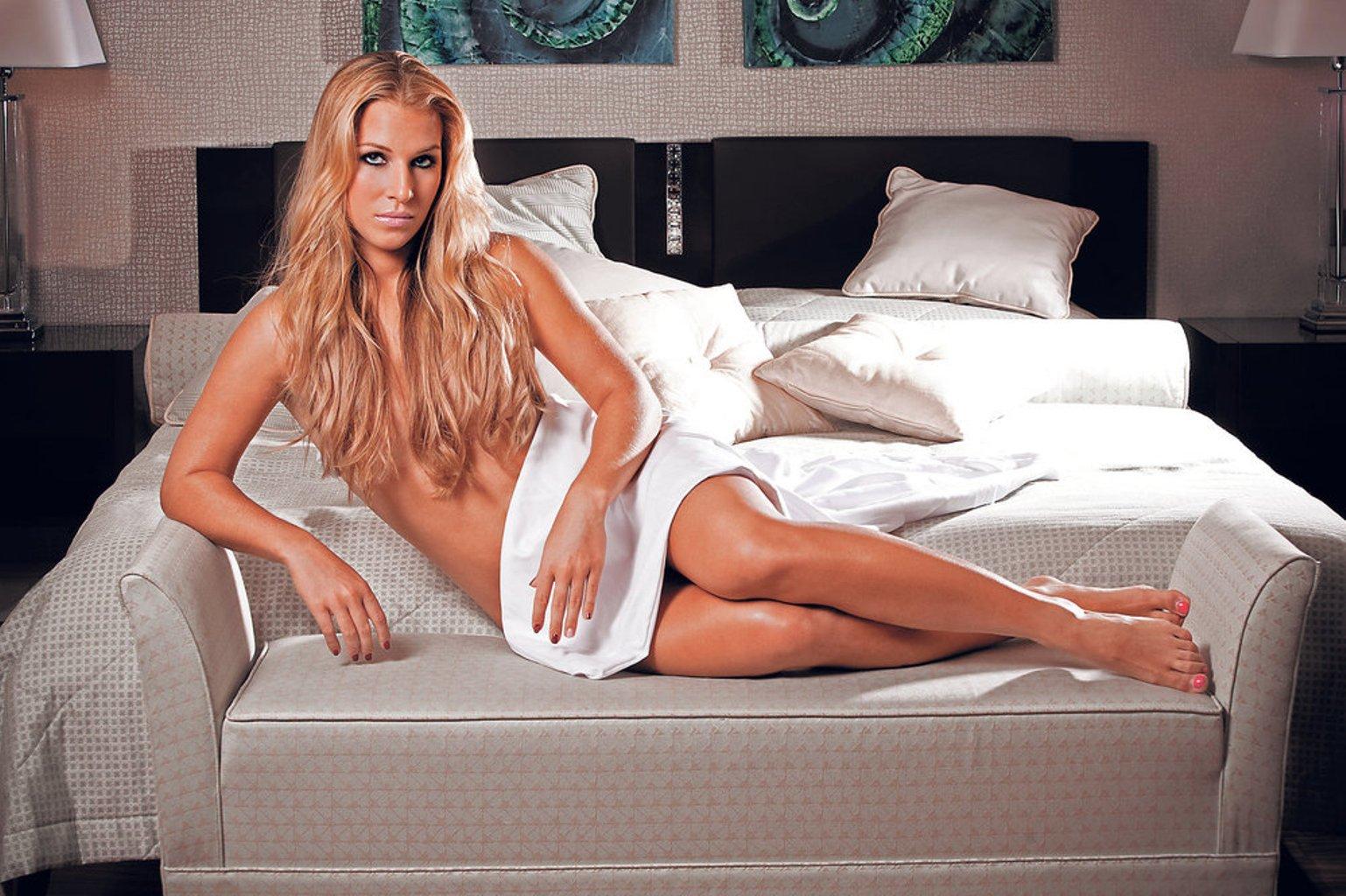 Dominika-Cibulkova-again-naked-2-tennis-27376693-1538-1024