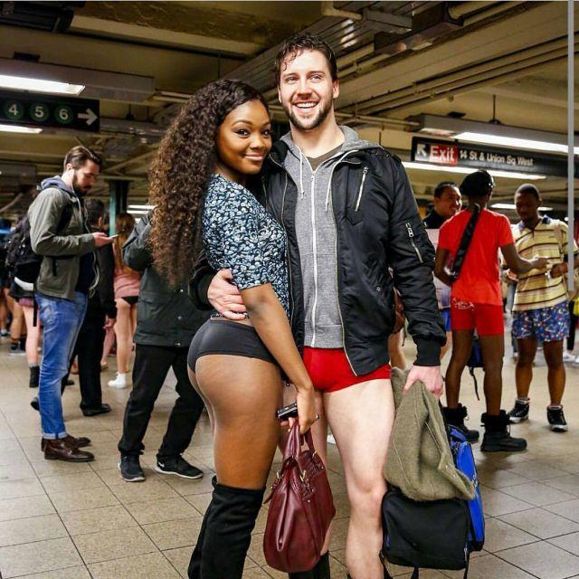 no_pants_subway_ride_03