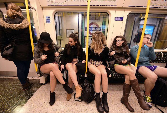 no_pants_subway_ride_09
