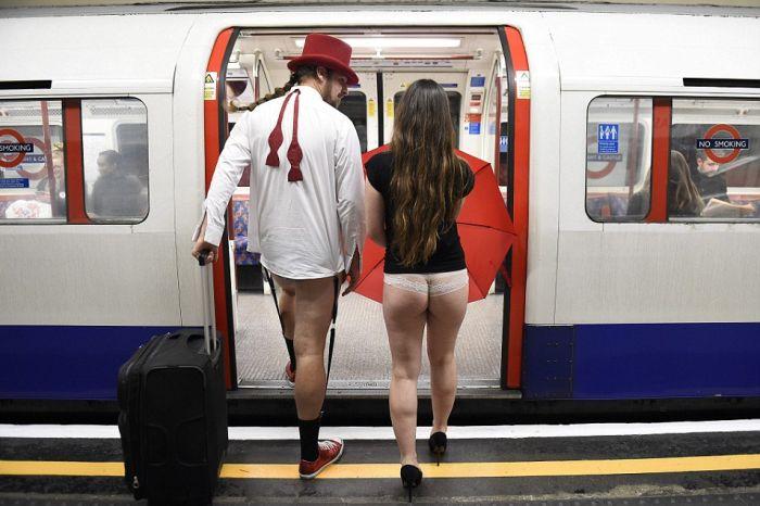 no_pants_subway_ride_10