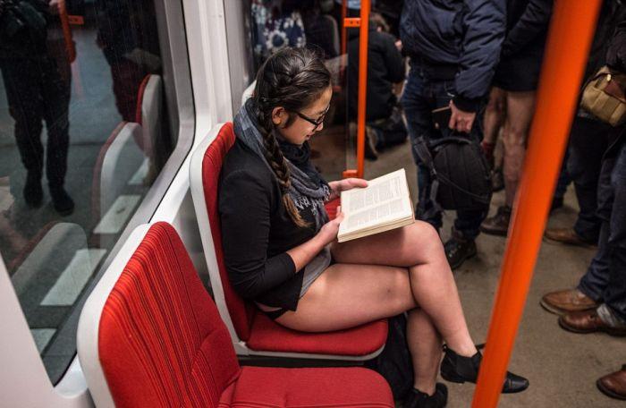 no_pants_subway_ride_17