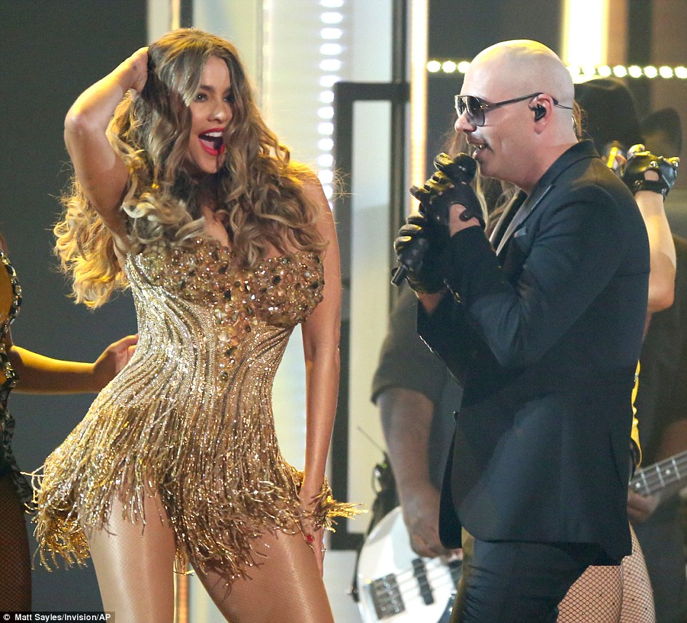 3141439A00000578-3448922-Taking_the_stage_The_two_stars_performed_Pitbull_s_new_song_El_T-a-2_1455611960859