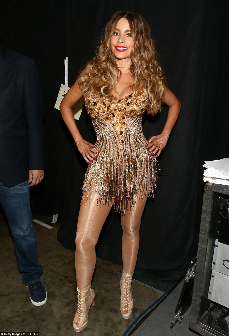 31417DC700000578-3448922-Slaying_Sofia_showed_off_her_super_sexy_outfit_backstage-a-19_1455611961944