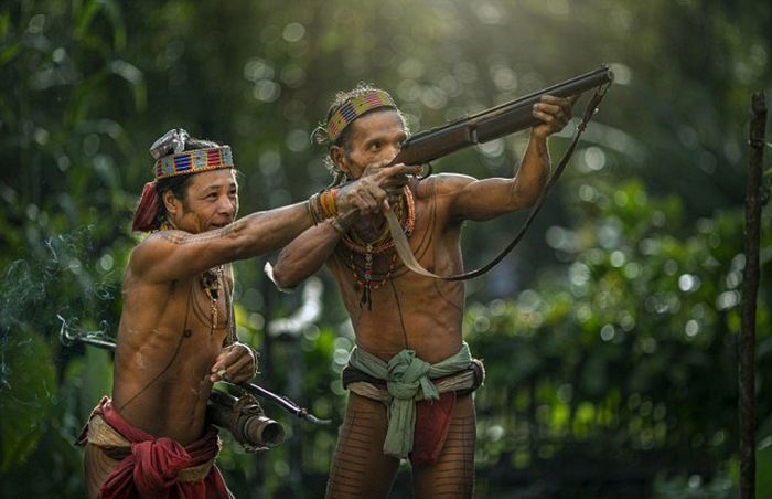 indigenous_people_of_indonesia_01
