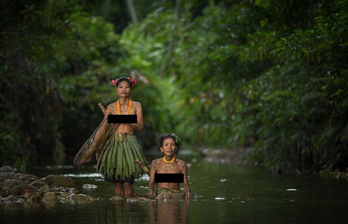 indigenous_people_of_indonesia_04
