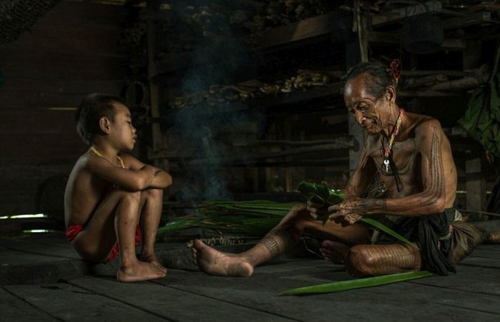 indigenous_people_of_indonesia_12