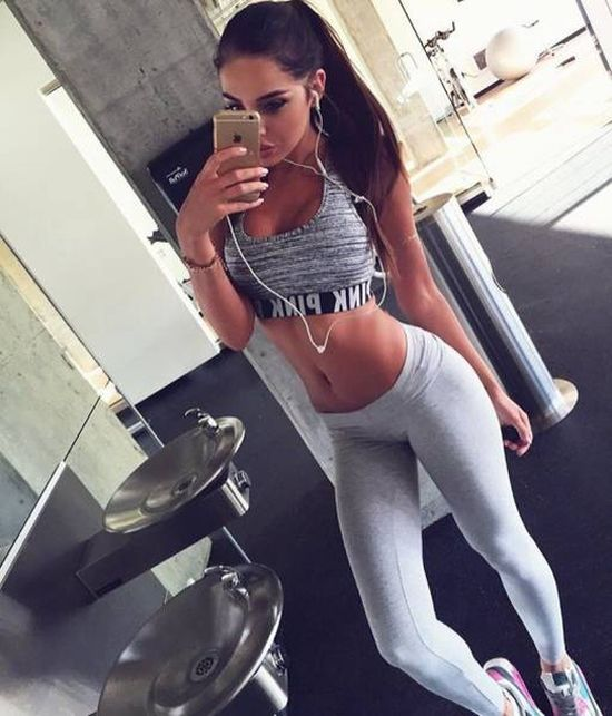 strong_sporty_girls_01