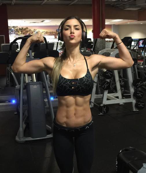 strong_sporty_girls_02