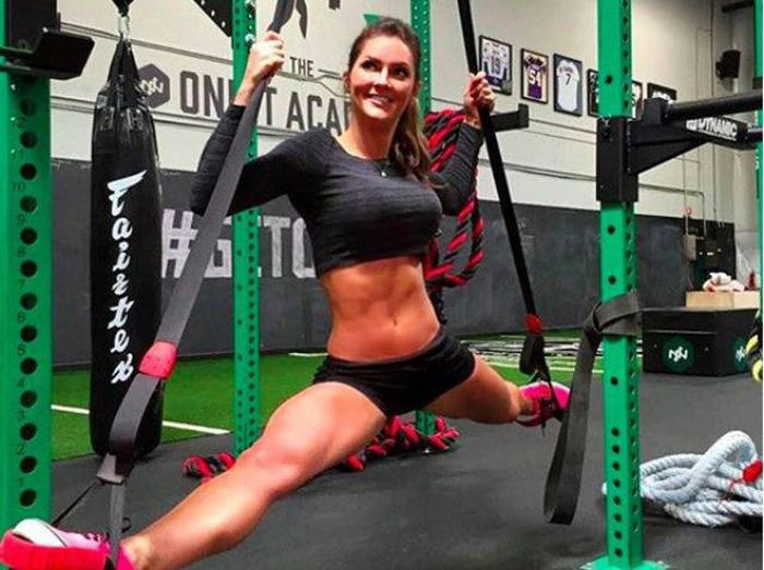 strong_sporty_girls_17