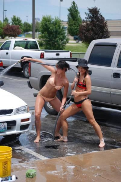 car_washing_babes_15