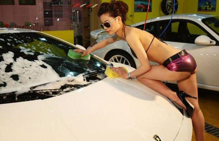 car_washing_babes_36