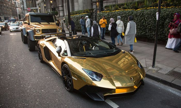gold_supercars_03